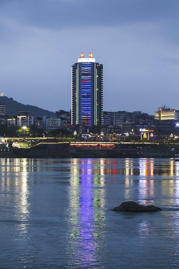 Escena de la noche en Yibin, Sichuan, China imagenes de archivo