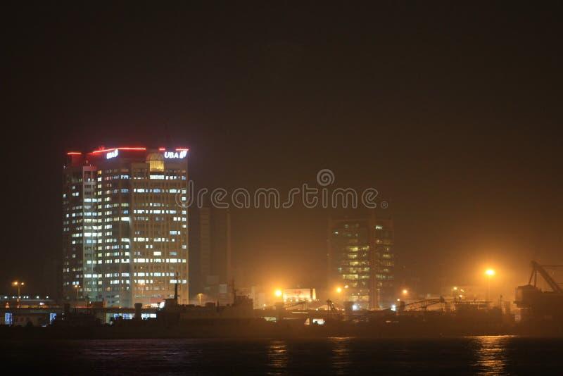 Escena de la noche de la isla Nigeria de Lagos imagenes de archivo