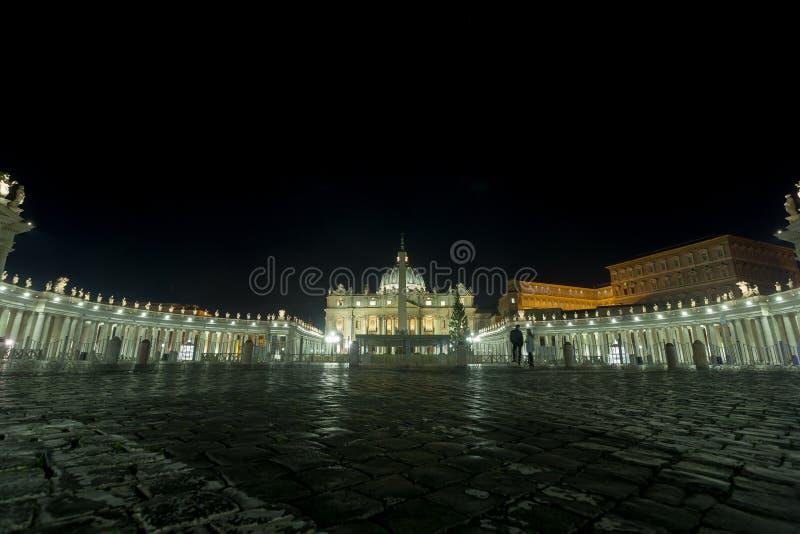 Escena de la noche de San Pietro de la plaza, Ciudad del Vaticano, Roma imagen de archivo