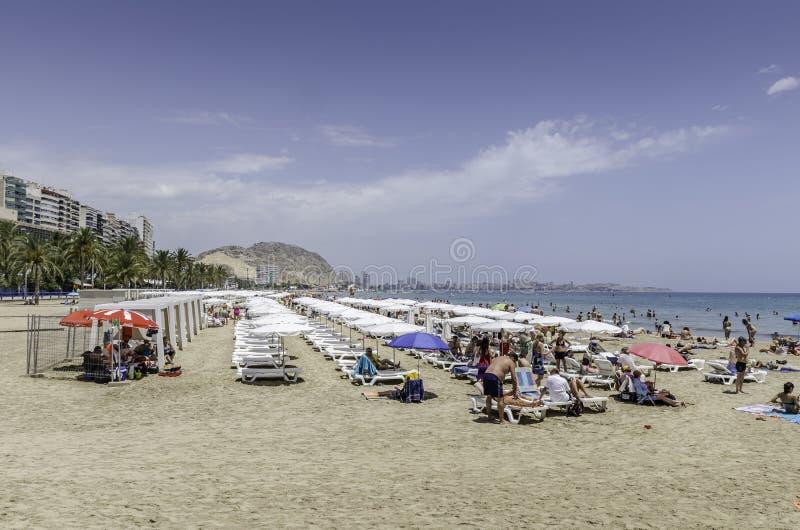 Escena de la playa, Alicante, España imágenes de archivo libres de regalías
