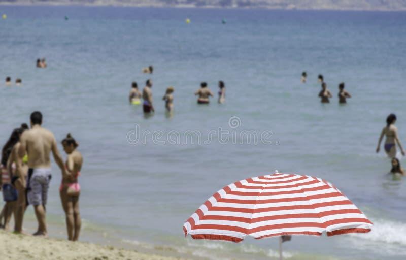 Escena de la playa, Alicante, España fotos de archivo