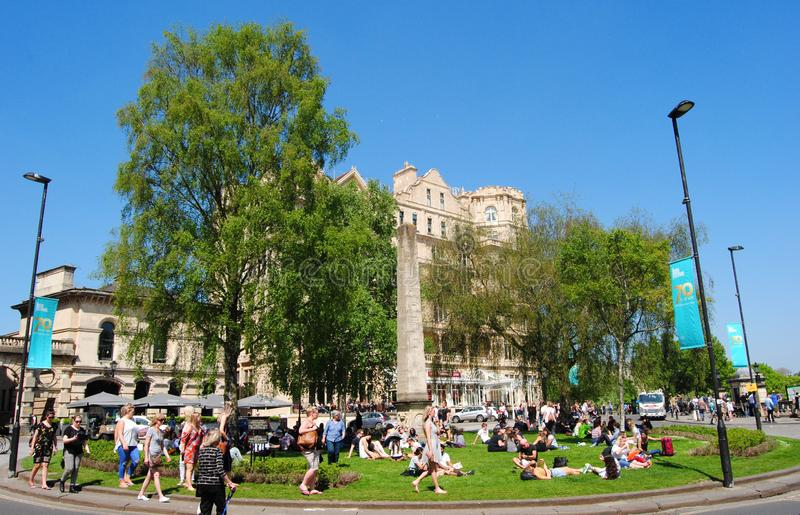 Escena de verano en el centro histórico de Bath, Somerset, Inglaterra. Patrimonio de la Humanidad de la Unesco imagen de archivo libre de regalías