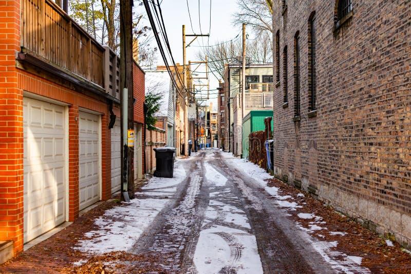 Escena del callejón en Chicago con nieve en la tierra fotografía de archivo libre de regalías