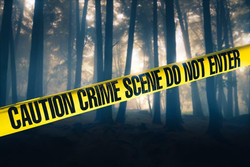 Escena del crimen en el bosque imagenes de archivo