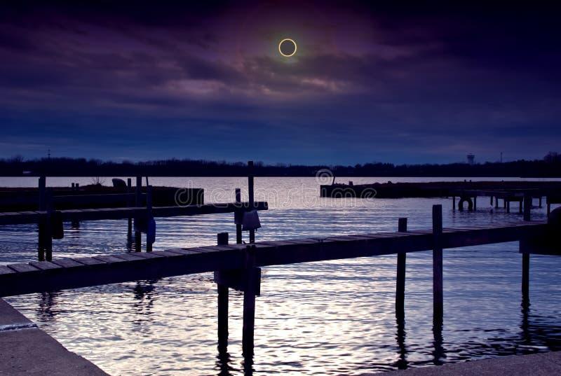 Escena del eclipse solar imagenes de archivo