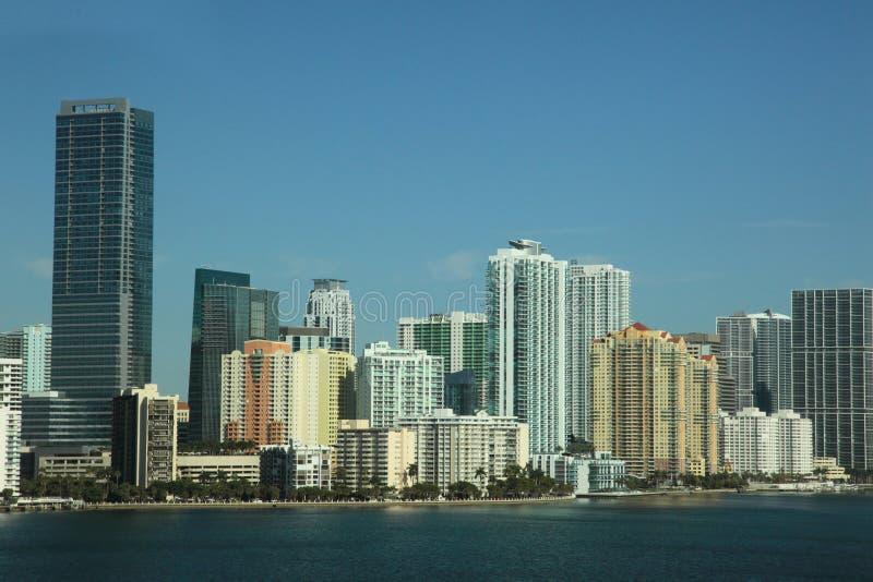 Escena del horizonte de Miami con el puerto y los edificios foto de archivo libre de regalías