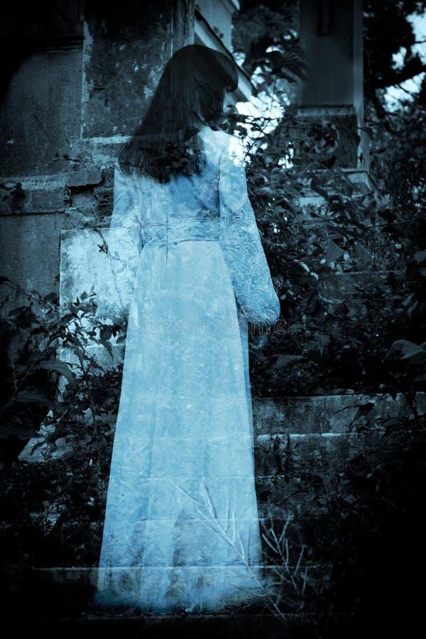 Escena del horror de una mujer asustadiza fotos de archivo libres de regalías