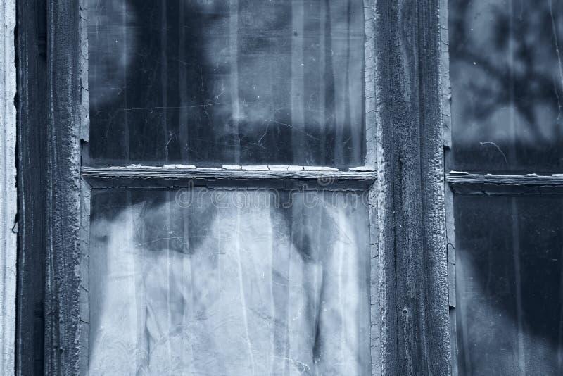 Escena del horror de una mujer asustadiza imagen de archivo