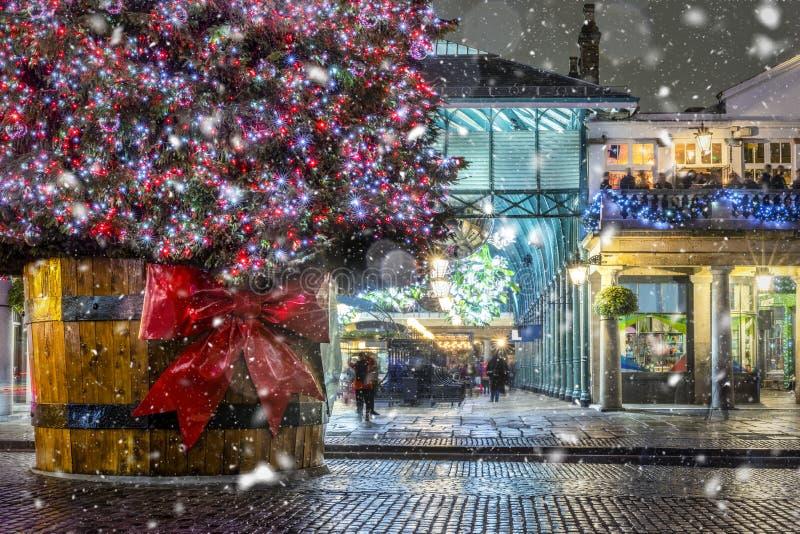 Escena del invierno en Londres Covent Garden, Reino Unido imagenes de archivo