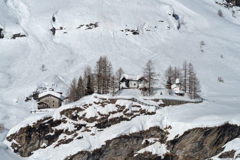 Escena del invierno en valle alpino imágenes de archivo libres de regalías