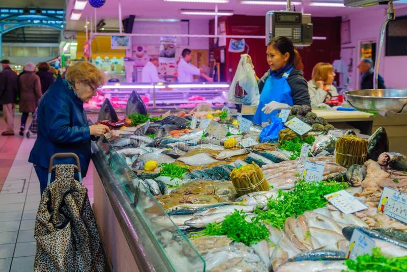 Escena del mercado en Dijon foto de archivo