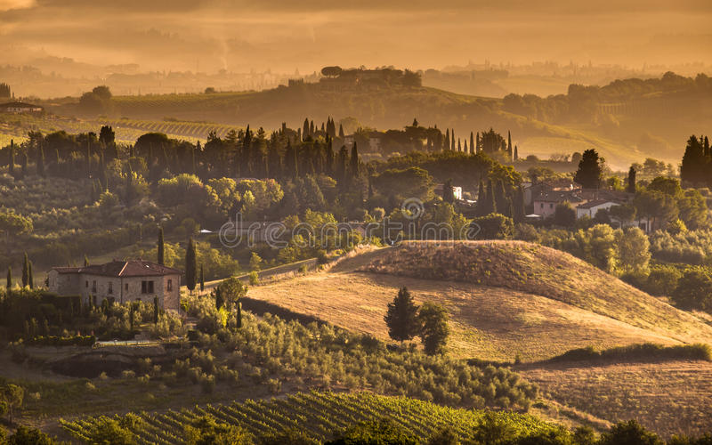 Escena del paisaje del pueblo de Toscana foto de archivo