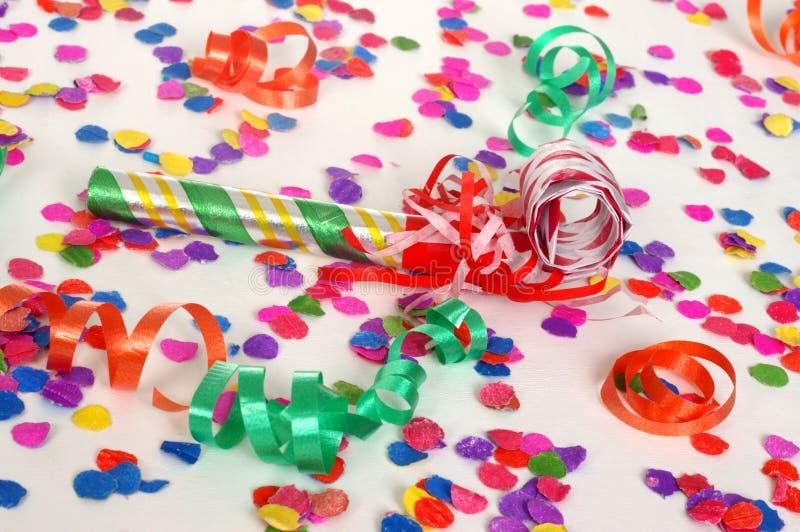 Escena del partido con confeti imagenes de archivo