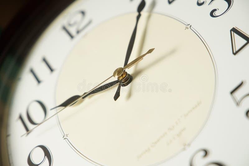 Escena del reloj de pared del cuarto imágenes de archivo libres de regalías