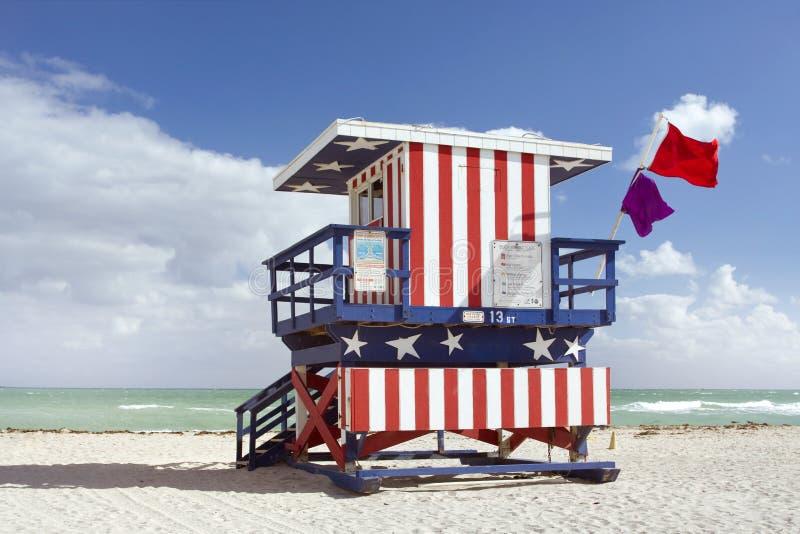 Escena del verano con una casa del salvavidas en Miami Beach fotografía de archivo libre de regalías