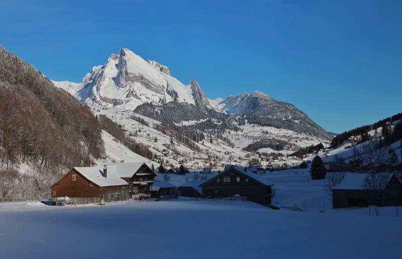 Escena en el valle de Toggenburg, visión del invierno desde St Juan del Alt fotos de archivo