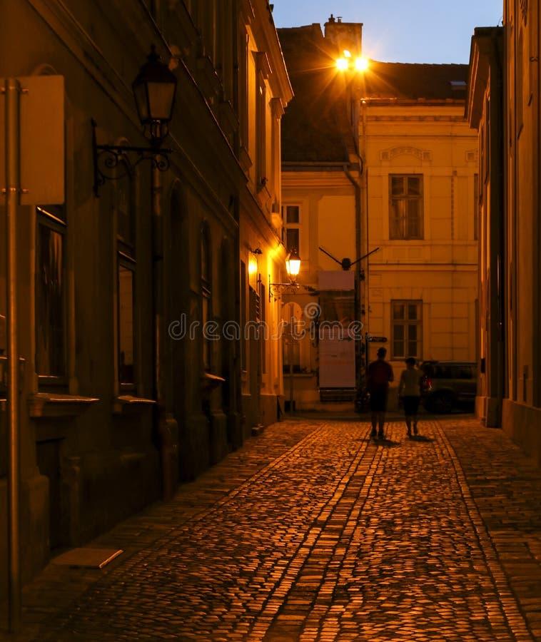 Escena en la ciudad, Budapest, Hungría de la noche foto de archivo