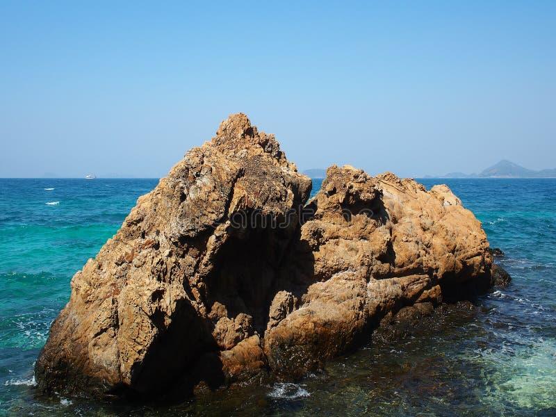 Download Escena Ideal, Playa Hermosa Opinión De La Naturaleza Del Verano Imagen de archivo - Imagen de exótico, deporte: 64205435