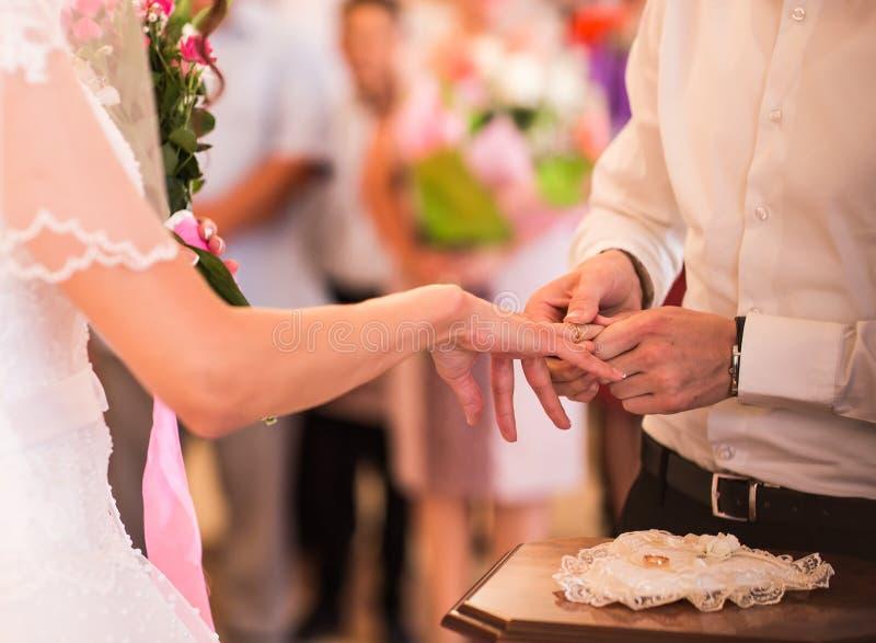 Escena romántica de la celebración del weeding imagen de archivo
