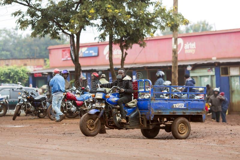 Escena típica de la calle en Arusha en Tanzania imagen de archivo