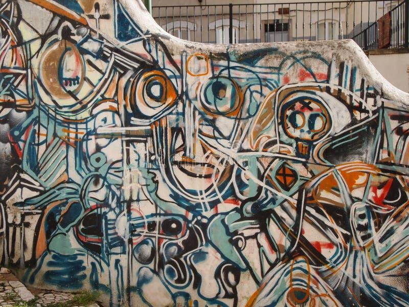 Escena urbana próspera del arte de la pintada y de la calle en Lisboa, Portugal, 2014 ilustración del vector