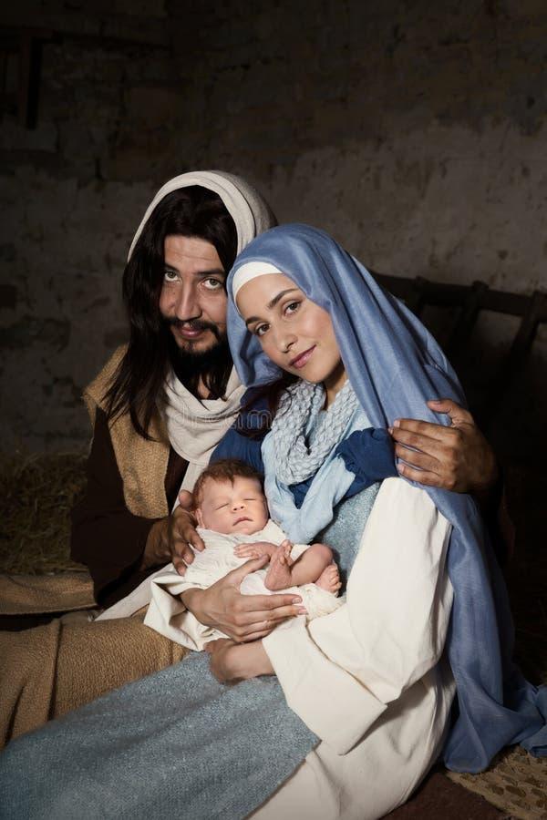 Escena viva de la natividad en el pesebre imagen de archivo