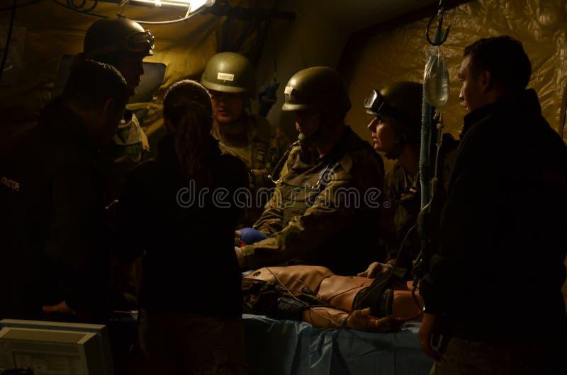 Escenario de SimulaciA? ³ n ClÃnica durante el Curso de Cuidado de Heridos en Combate 库存照片