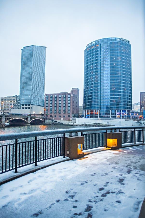 Escenas del horizonte y de la calle de la ciudad de Grand Rapids Michigan foto de archivo