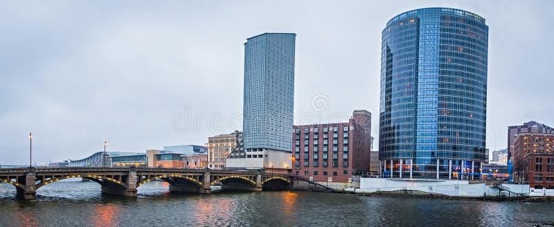 Escenas del horizonte y de la calle de la ciudad de Grand Rapids Michigan fotos de archivo libres de regalías