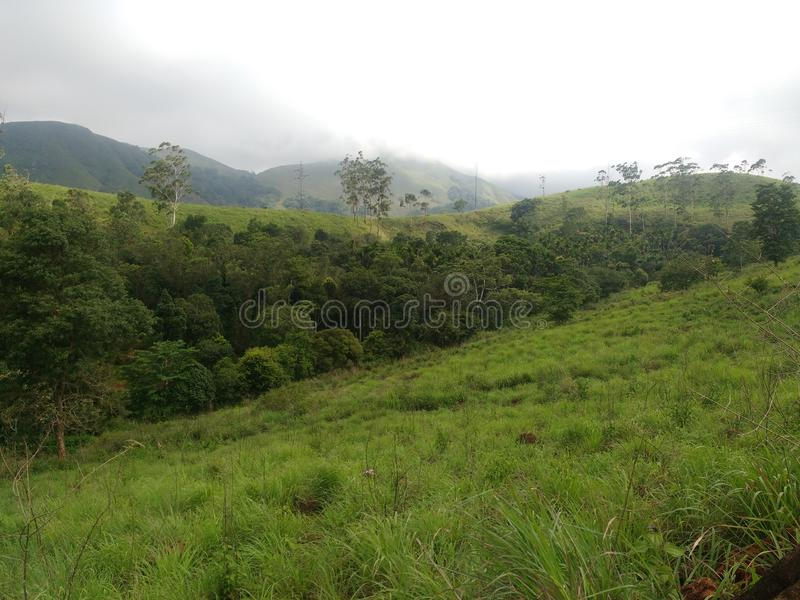Escenas hermosas de Kerala con las montañas fotos de archivo