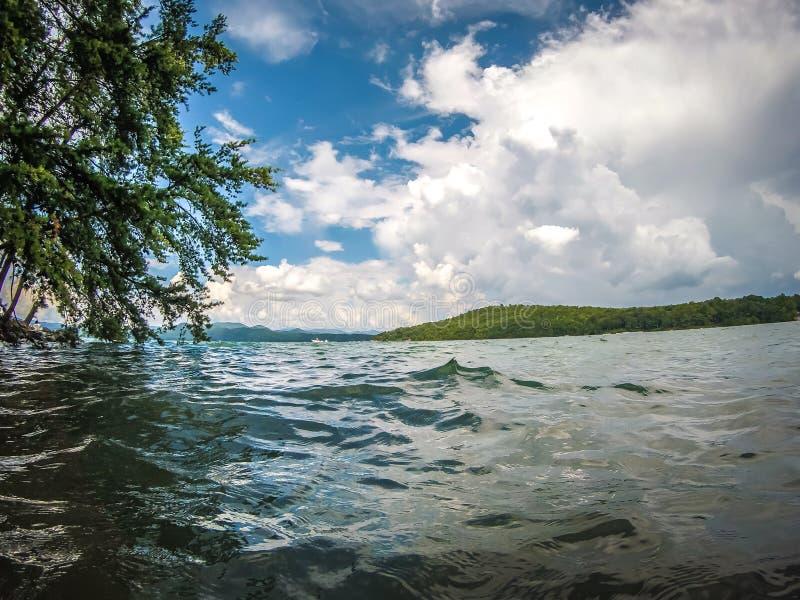 Escenas hermosas del paisaje en el jocassee Carolina del Sur del lago fotografía de archivo libre de regalías