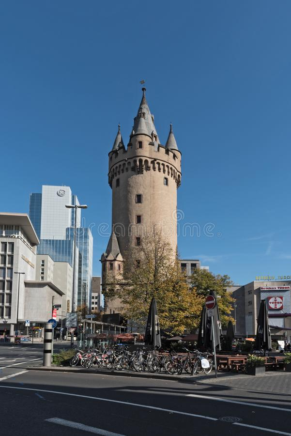 Eschersheimer torn Turm, tidigare stadsport i Frankfurt, Tyskland arkivfoto