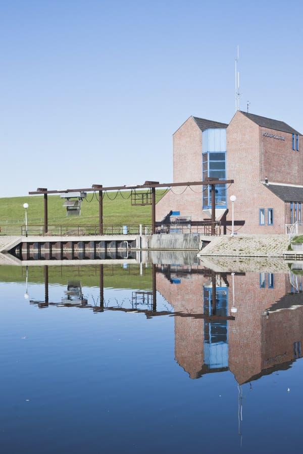 Esclusa de Noordpolderzijl en Groninga, Holanda foto de archivo libre de regalías