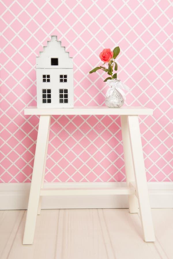 Escoja color de rosa en interior rosado foto de archivo libre de regalías
