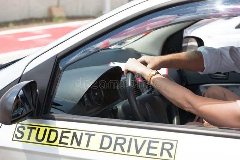 Escola de condução Aprendizagem conduzir um carro imagem de stock