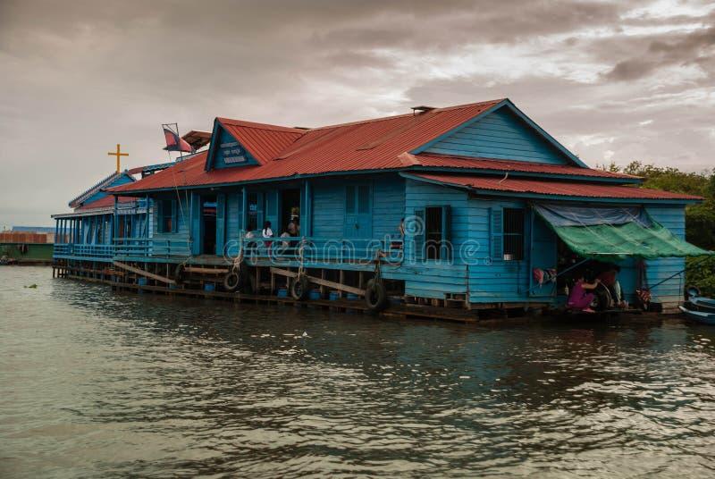 Escola de flutuação - seiva de Tonle, Cambodia foto de stock