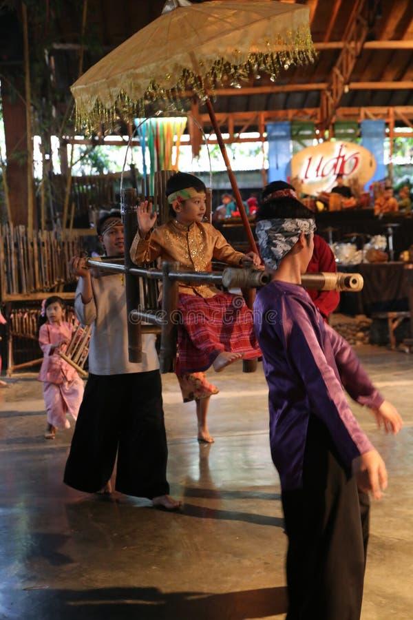 Escola de música do bloco de Angklung Ujo em Bandung foto de stock royalty free