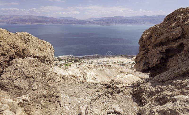 A escola do Mar Morto e do campo de Ein Gedi de David Falls próximo em Israel fotos de stock