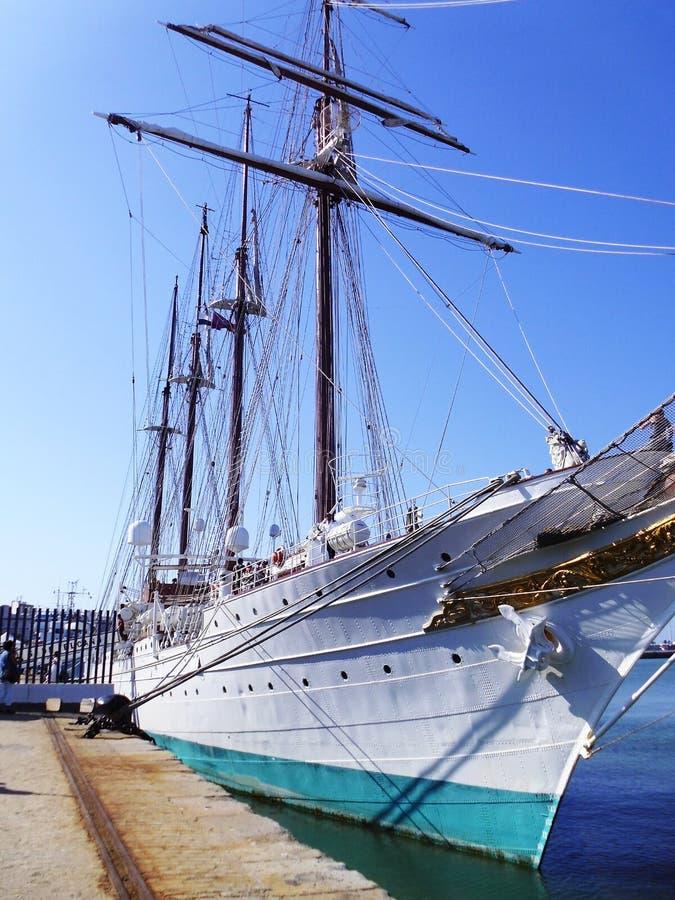 Escola Juan Sebastian de Elcano do navio em Cadiz fotos de stock royalty free