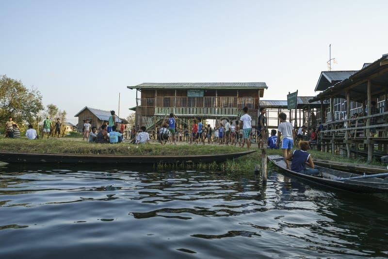 Escola no lago Inle fotografia de stock