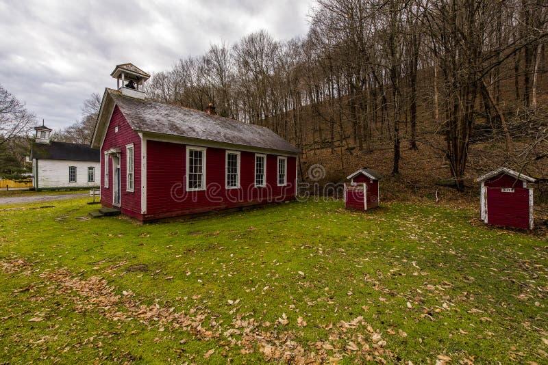 Escola rural pintada vermelho - Fredericktown, Ohio fotografia de stock