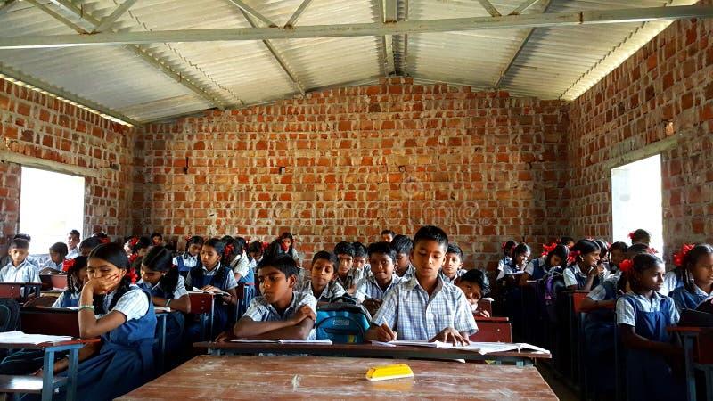 Escola tribal na Índia imagem de stock