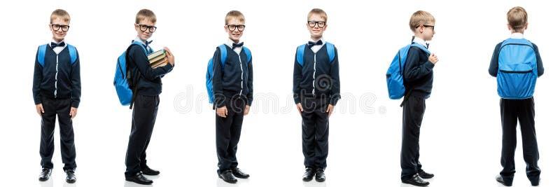 Escolar en uniforme con mochila de fondo blanco en diferentes poses retratos seguidos fotografía de archivo