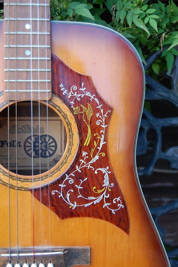 Escolha o detalhe de protetor dos anos 60 da guitarra acústica de Antoria imagem de stock royalty free