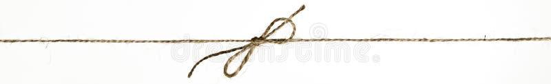 Escolha o nó da curva em uma corda de linho da corda foto de stock