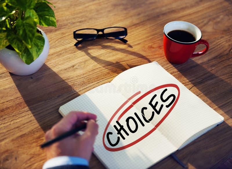 Escolhas de Brainstorming About Right do homem de negócios fotos de stock royalty free