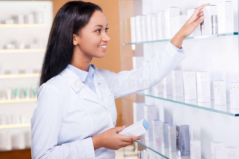 Escolhendo a medicina direita para você foto de stock