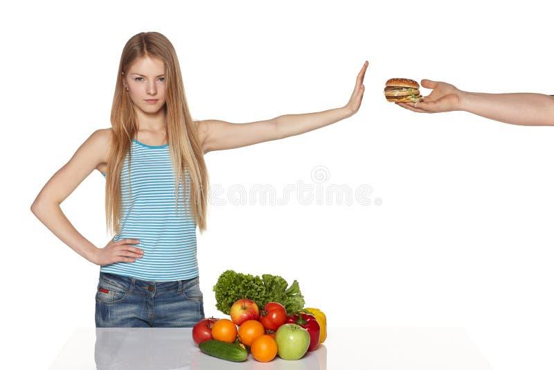Escolhendo o conceito saudável comer. imagens de stock royalty free