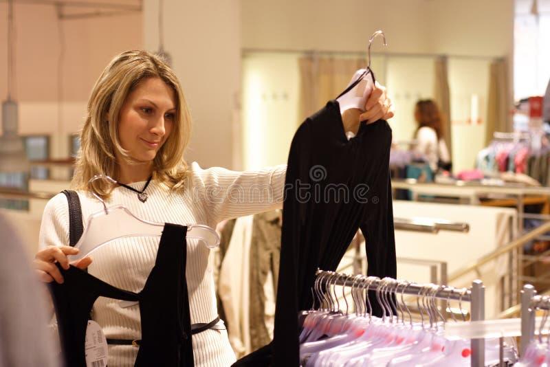 Escolhendo o vestido imagens de stock