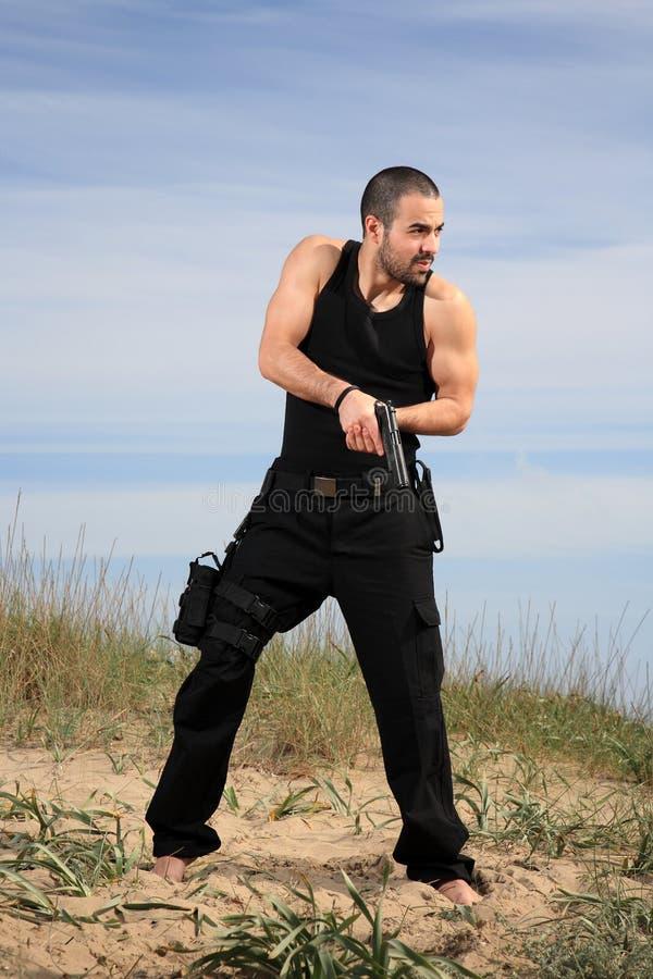 Download Homem com uma arma imagem de stock. Imagem de perigo - 29832453
